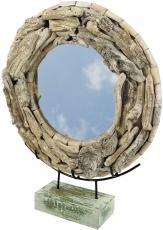 Standspiegel mit Treibholzstücken