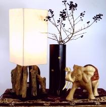 Tischleuchte / Tischlampe Kinshasa, in Bali handgemachtes Unikat aus Naturmaterial, Treibholz, Baumwolle - Modell Kinshasa