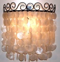 Wandlampe / Wandleuchte Concha, Muschelleuchte aus hunderten Capiz, Perlmutt-Plättchen