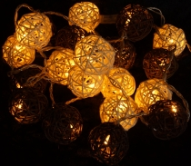 Rattan Ball LED Kugel Lampion Lichterkette - braun/weiß