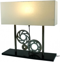 Tischlampe / Tischleuchte Pedalor, Industrial Style, Upcycling Lichtobjekt aus Altmetall - Modell Pedalor
