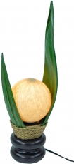 Palmenblatt Tischlampe / Tischleuchte, in Bali handgemacht aus Naturmaterial, Palmholz - Modell Palmera 12 grün