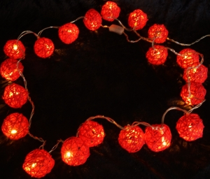 Rattan Ball LED Kugel Lampion Lichterkette - rot