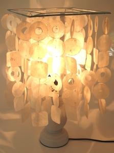 Tischlampe Tischleuchte Retina, Muschelleuchte aus hunderten Capiz, Perlmutt-Plättchen