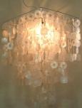 Deckenlampe / Deckenleuchte Sixty, Muschelleuchte aus hunderten Capiz, Perlmutt-Plättchen