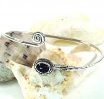 Boho bangle, bracelet with semi-precious stone - Onyx