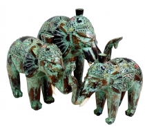 Carved elephant in 3 sizes - green