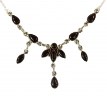 Silver necklace with semiprecious stones onyx